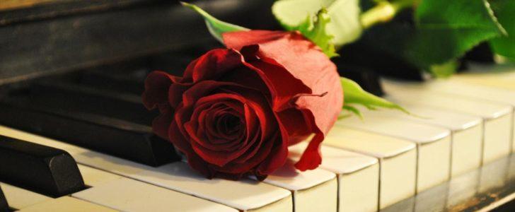كلمات جميلة عن البيانو والموسيقي الحياة مثل اصابع البيانو