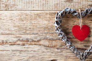 رسائل حب 2017 رومانسية للواتس آب والفيس بوك والجوال تشعل نار الشوق
