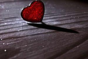رسائل حب حزينة عن الفراق والوداع والألم مسجات قصيرة للحبيب تبكي