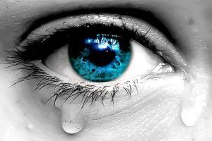 خواطر حزينه قصيره من يُجيد الغياب يُتقن النسيان ، فلا تُصدق غائب يقول لك لمَ أقدر على نسيَانك