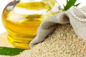 زيت السمسم فوائده للبشرة والشعر وقيمته الغذائية واستخداماته العلاجية والصحية