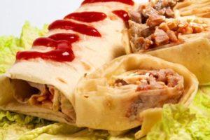 شاورما طريقة عمل الشاورما بالدجاج واللحم مع صلصة الكول سلو