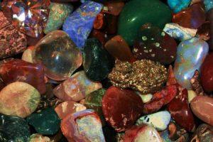 الاحجار الكريمة تعرف علي انواعها واسمائها واهم خصائصها الفيزيائية