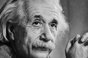 اينشتاين معلومات رائعة عن اختراعاته وانجازاته العلمية واشهر اقواله