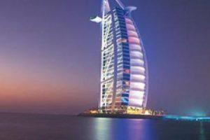 برج العرب تعرف علي موقعه وتصميمه وإطلالته من اشهر المعالم السياحية في دبي