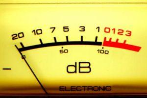 وحدة قياس الصوت وكيفية انتقاله وخصائص الموجات الصوتية وسرعة الصوت