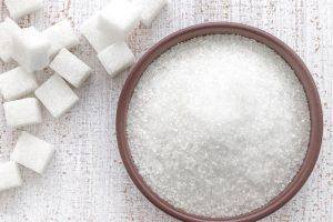 السكر الطبيعي في الدم ومصادر الحصول علي السكر وفوائده واستخداماته