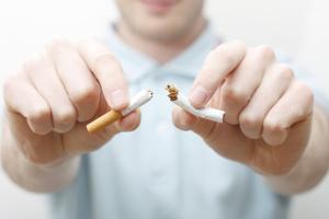 موضوع عن التدخين وتأثيره السلبي على كلا من المدخن من يعيشون معه