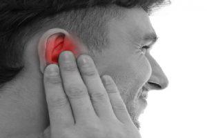 التهاب الأذن الوسطى تعريفه واعراضه وعلاجه