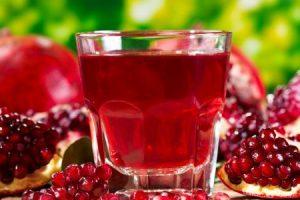 عصير الرمان تعرف علي أهم فوائده للجسم والمواد الغذائية التي يحتوي عليها الرمان