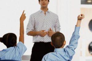 كلمة عن المعلم.. إحترامه وفضله على التلاميذ