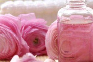 ماء الورد للوجه ووصفات لترطيب وتنعيم البشرة