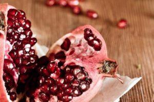 فوائد الرمان تجعلك تأكله يومياً للرجيم والمعده وفوائد صحية مذهلة