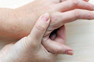 النقرس تعرف علي اعراضه وعوامل الاصابة به وكيفية علاجه الوقاية منه