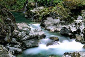 مصادر المياه المختلفة وأهميتها في الحفاظ على حياة الانسان