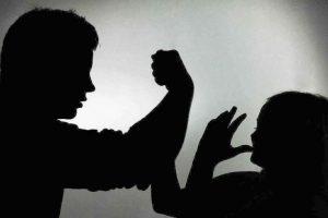 العنف الاسري ما هي أسبابه وآثاره وعلاجه
