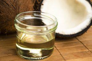 زيت جوز الهند للشعر وفوائده ووصفات فعالة وسريعة لعلاج الشعر التالف
