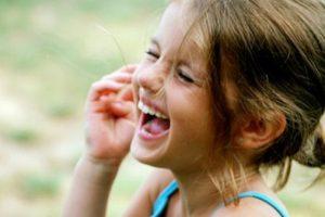 حكايات قصيرة مضحكة تجعلك تبتسم حتى وإن كنت تعيساً