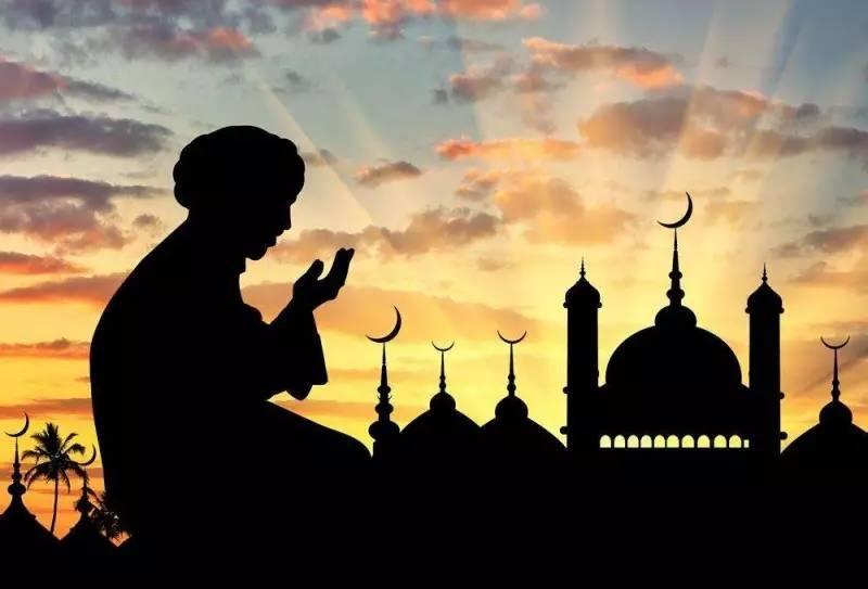 مسلم يدعو الله