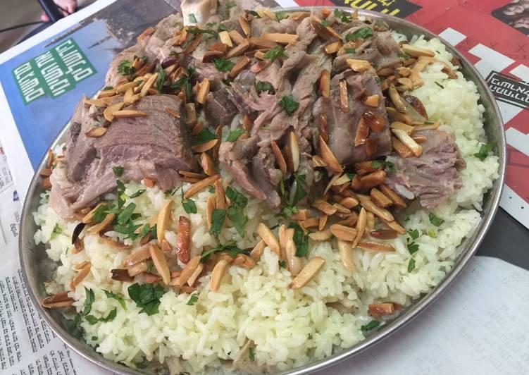 تفسير حلم أكل اللحم المطبوخ والأرز بالتفصيل