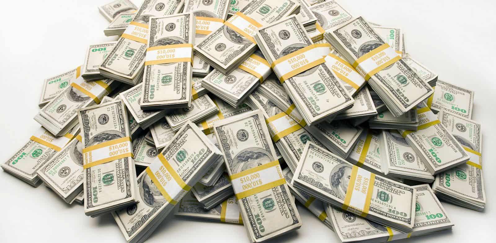 تفسير حلم شخص اعطاني نقود ورقية في المنام بالتفصيل