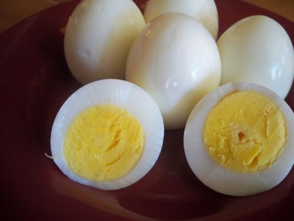 تفسير رؤية البيض المسلوق في المنام للفتاة العزباء