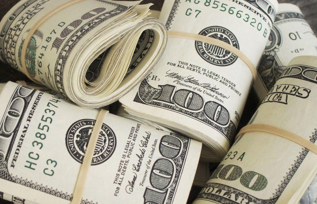 حلم إعطاء الميت نقود للمتزوجة والحامل