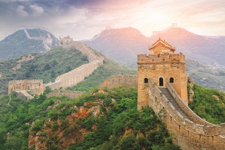 شروق الشمس على سور الصين العظيم