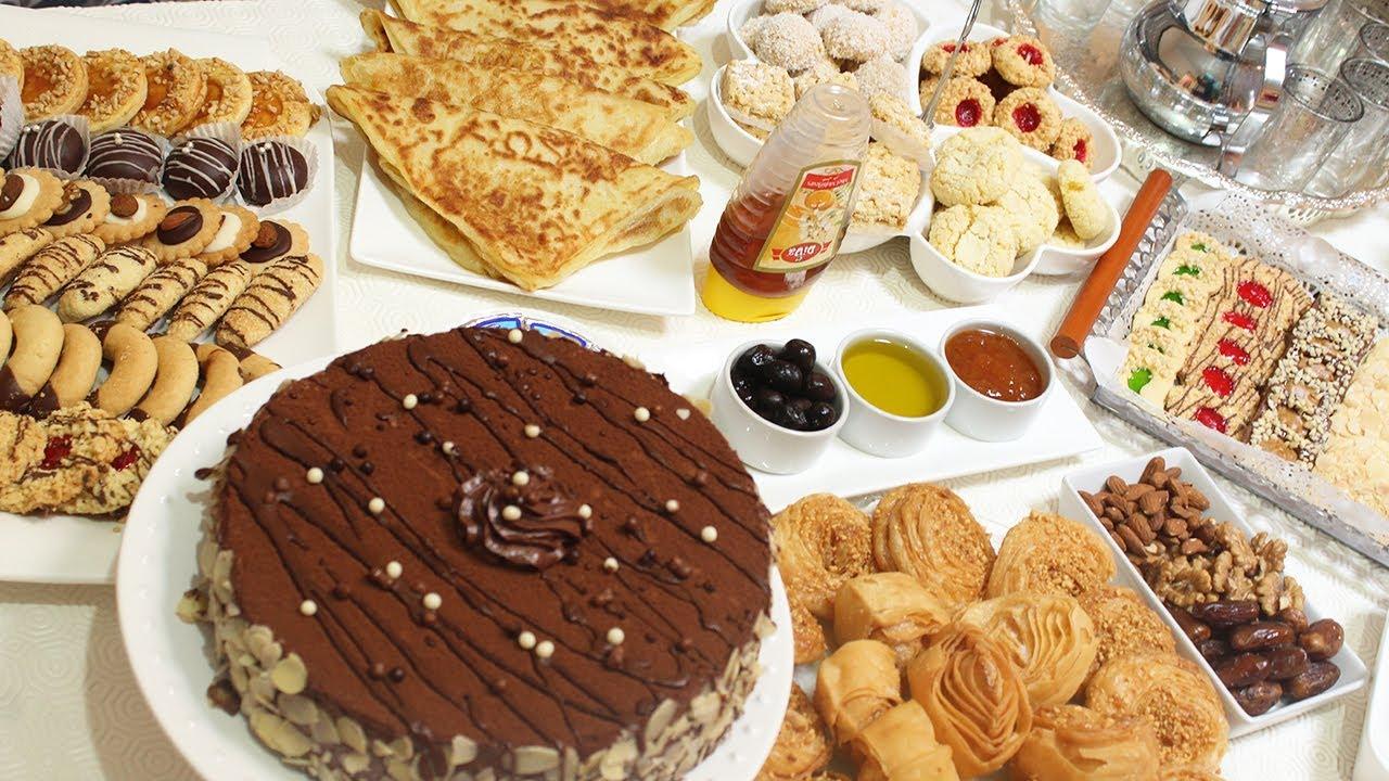 تفسير حلم اكل الحلويات للعزباء وعمل الحلويات في المنام