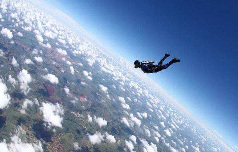 تفسير حلم الطيران للعزباء والمتزوجة والحامل