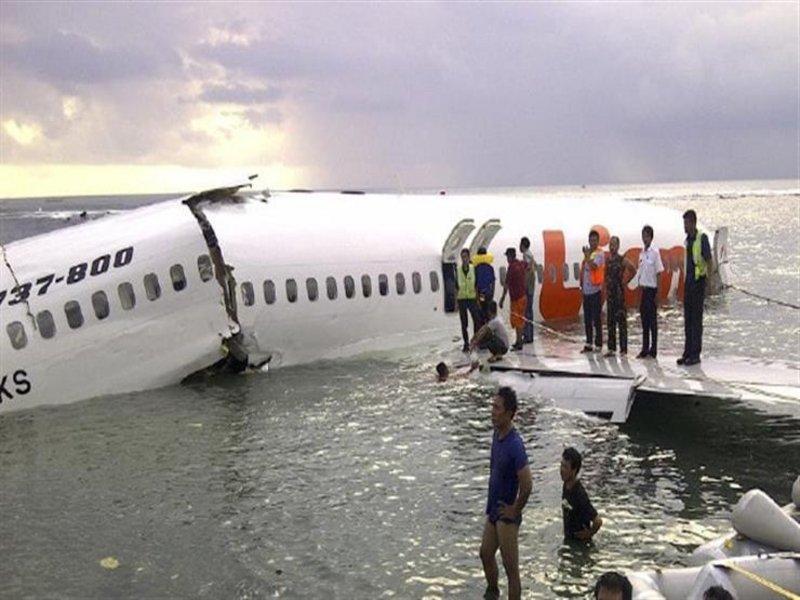 طائرة محطمة