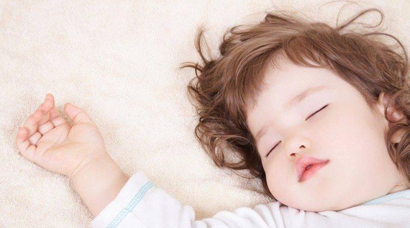 صورة طفل نائم