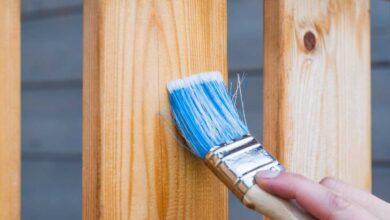 كيفية دهان الخشب، تنظيف و دهان الخشب بالورنيش.