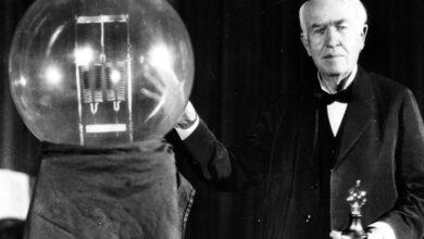 توماس ألفا أديسون مخترع الكهرباء.