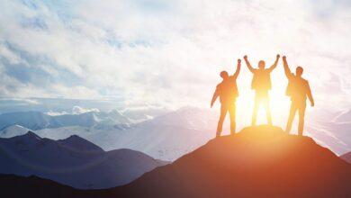 فوق الجبل وقت الشروق