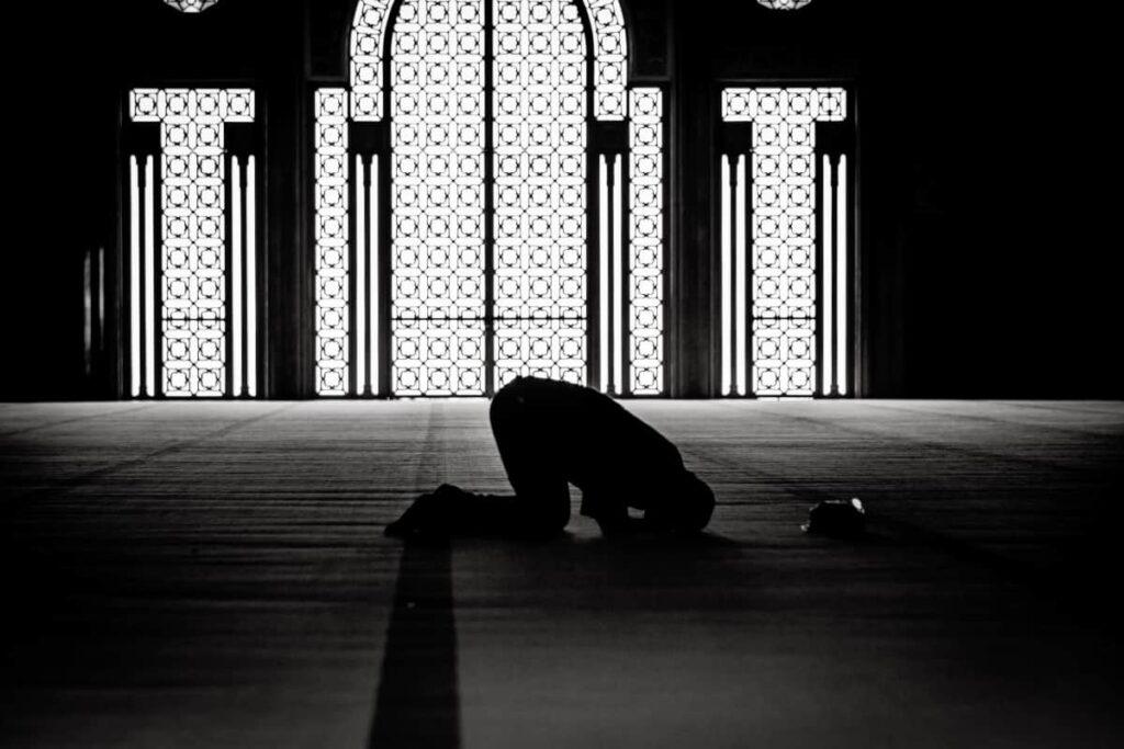 رؤية شخص اعرفه يصلي في المنام