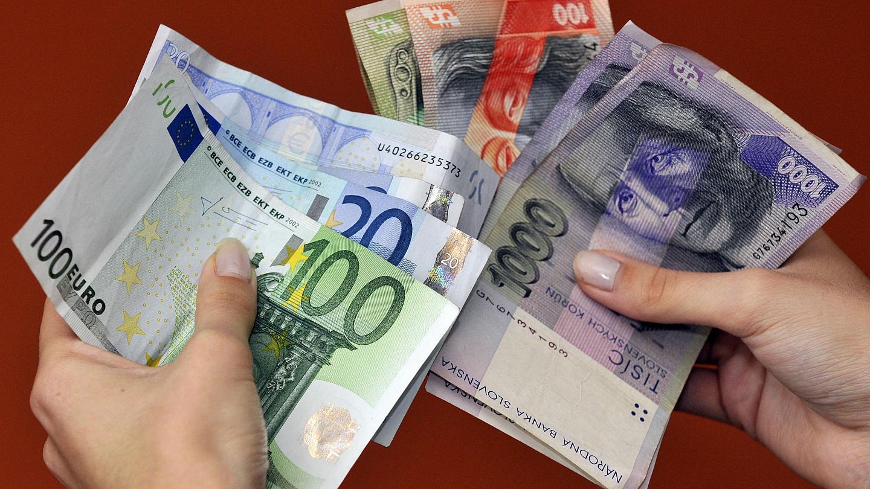 النقود الورقية في الحلم