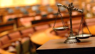 صورة لميزان العدل داخل المحكمة