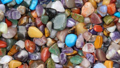 خلفية لأحجار كثيرة ملونة.